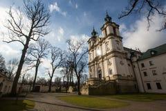 KRAKOW POLEN - kyrka av den StStanislaus biskopen Arkivbilder