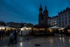 Krakow Polen - Oktober 2, 2016: Den gamla staden av Krakow, modern Arkivfoton