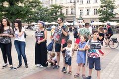 Krakow, Polska, Czerwiec 01, 2018, A dzieci z rodzicami grupa Fotografia Stock
