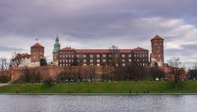 Krakow Polska Listopad 2017 grupa goście chodzi wokoło zdjęcie stock