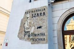 KRAKOW POLSKA, MARZEC, - 28, 2017: Ściana z znakiem połysk restauracja Szara Zdjęcie Stock