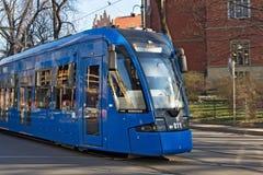 KRAKOW POLSKA, MARZEC, - 28, 2017: Tramwajowy bombardier NGT8 w historycznej części Krakow Fotografia Royalty Free