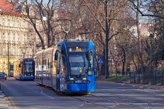 KRAKOW POLSKA, MARZEC, - 28, 2017: Tramwajowy bombardier NGT8 w historycznej części Krakow Zdjęcie Royalty Free
