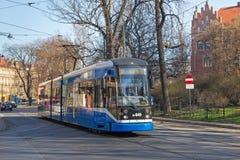 KRAKOW POLSKA, MARZEC, - 28, 2017: Tramwajowy bombardier NGT6 w historycznej części Krakow Zdjęcia Royalty Free
