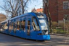 KRAKOW POLSKA, MARZEC, - 28, 2017: Tramwajowy bombardier NGT8 w historycznej części Krakow Obraz Royalty Free