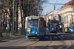 KRAKOW POLSKA, MARZEC, - 28, 2017: Tramwajowy Konstal 105Na w historycznej części Krakow Obraz Stock