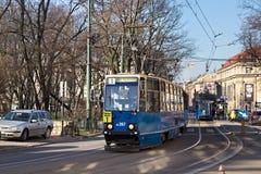 KRAKOW POLSKA, MARZEC, - 28, 2017: Tramwajowy Konstal 105Na w historycznej części Krakow Obraz Royalty Free