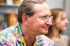 Krakow Polska, Październik, - 24, 2015: Wojciech Cejrowski podpisywanie cześć Obraz Stock