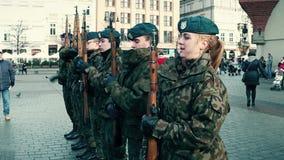 KRAKOW, POLSKA, Polscy kadeci przy WOSP militarną paradą, - STYCZNIA, 14, 2017, męscy i żeńscy Fotografia Stock