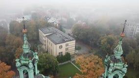 Krakow, przesłona mgła zakrywał miasteczko zbiory wideo