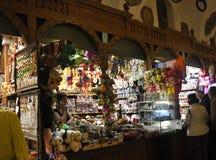 Krakow Sierpień 19,2014: Sukienny Hall wnętrze w Krakow, Polska Zdjęcie Royalty Free
