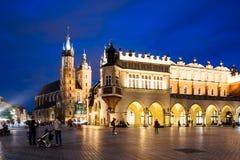 Krakow Targowy kwadrat przy nocą, Polska Fotografia Royalty Free
