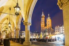 Krakow targowy kwadrat przy nocą, Polska, Europa Zdjęcie Stock