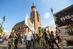 KRAKOW - uczestnicy Marzec Dla marihuany wyzwolenia fotografia stock