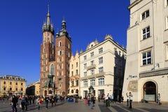 Krakowska Stara miasteczka, St Maryjna katedra, i średniowieczni tenements Głównym Targowym kwadratem Obraz Stock