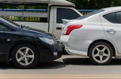 Kraksa samochodowa od wypadku samochodowego na drodze obraz royalty free