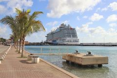 Kralendijk, Bonaire: 12/16/17: Royal Princess Cruise ship docked in Bonaire. Royal Princess Cruise ship docked in Bonaire stock photos
