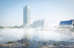 Kram im Chao Phraya mit Nebel Lizenzfreie Stockfotografie