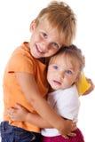 Krama för broder och för liten syster Royaltyfri Fotografi