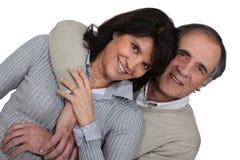 Krama för gift par royaltyfria bilder