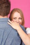 krama mankvinnan Royaltyfria Bilder