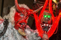 Krampus-Teufelmaske an traditionellem Prozession ` Parkelj-Versammlung ` stockfotos
