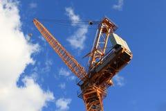 Kran över blå himmel Fotografering för Bildbyråer