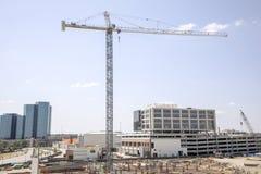 Kran über Baustelle in Texas Lizenzfreies Stockfoto