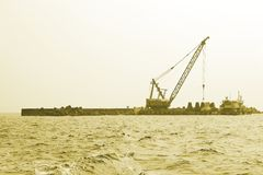 Kran auf Dock lizenzfreie stockfotos