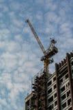 Kran auf Turm Lizenzfreie Stockfotos