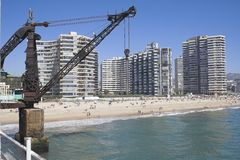 Kran in einem Strand in Vina del Mar Stockfotografie