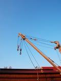 Kran i den blåa himlen Arkivfoto