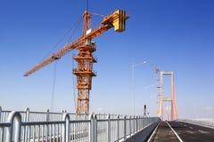 Kran im Brückenbereich Lizenzfreies Stockfoto