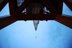 Kran im Hafen Lizenzfreies Stockfoto