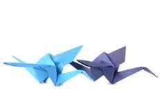 Kran mit zwei Origamis lokalisiert über Weiß Stockfotos