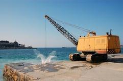 kran nära havet Royaltyfria Bilder