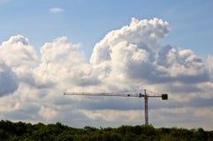 Kran och moln arkivbilder