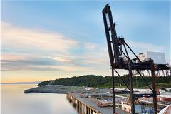 Kran på port av ankringen, Alaska, Förenta staterna royaltyfri foto