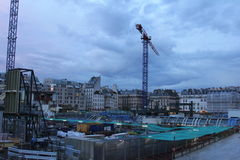 Kranar och byggnader under konstruktion, Les Halles, Paris Arkivfoto