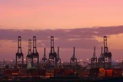 Kranar och skeppsvarv av Hamburg port Royaltyfri Bild