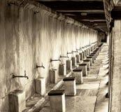 Kranen buiten Moskee voor rituele reiniging Royalty-vrije Stock Fotografie