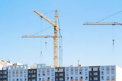 Kranen en bouwconstructie Stock Fotografie