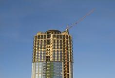 Kranen en bouwconstructie van een wolkenkrabber Royalty-vrije Stock Afbeelding