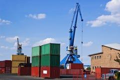 Kranen en Containers Stock Foto's
