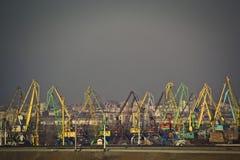 Kranen in haven Stock Afbeelding