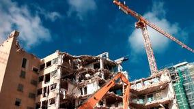 Kranen op bouwwerf stock footage
