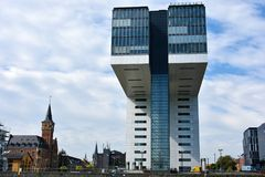 Kranhaus, arquitectura moderna, en Köln imagenes de archivo