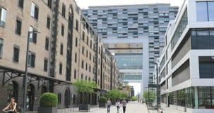 Kranhaus moderna byggnader i bostads- och kommersiell fjärdedel i Altstadt-SÃ ¼ D, Cologne, Tyskland lager videofilmer