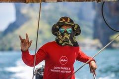 Krani, Thailand, am 9. März 2016: Porträt eines Mannes, der ein lo segelt stockfoto
