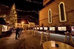 KRANJ, ESLOVENIA - 7 DE DICIEMBRE DE 2016: Iluminación de la decoración de la Navidad en Kranj Fotografía de archivo